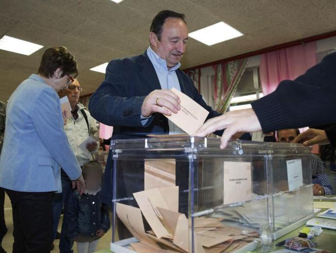 El candidato del PP a la Presidencia del Gobierno de La Rioja, Pedro...