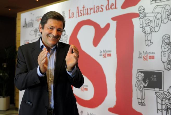 Javier Fernández sonríe tras conocer su victoria.