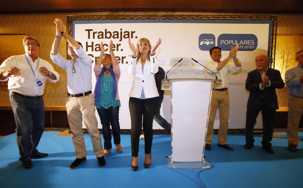 Asunción Sánchez Zaplana y su equipo, tras conocer los resultados.