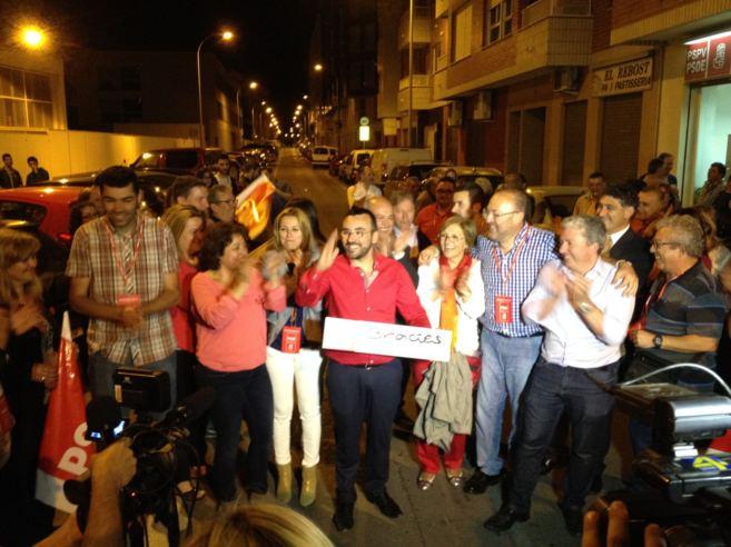 El alcalde de Vila-real, José Benlloch, celebra su arrolladora...