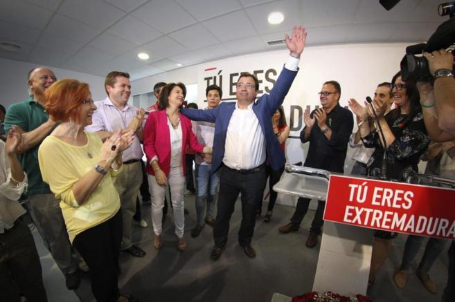 Guillermo Fernández Vara en la sede socialista tras conocerse los...
