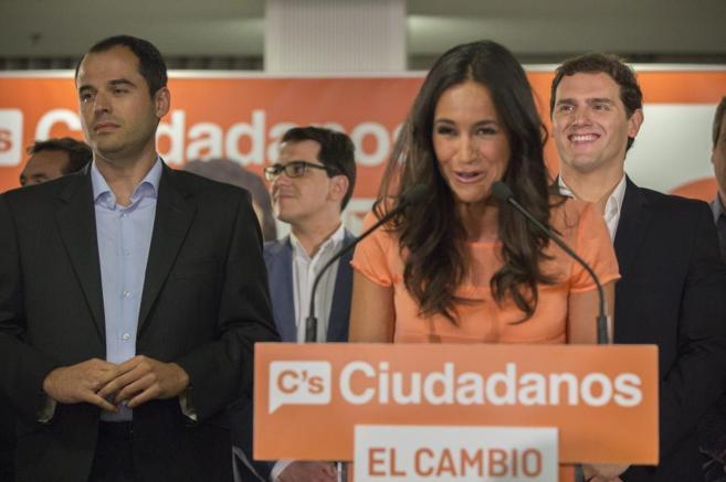 Begoña Villacís valoró los resultados electorales flanqueda por...