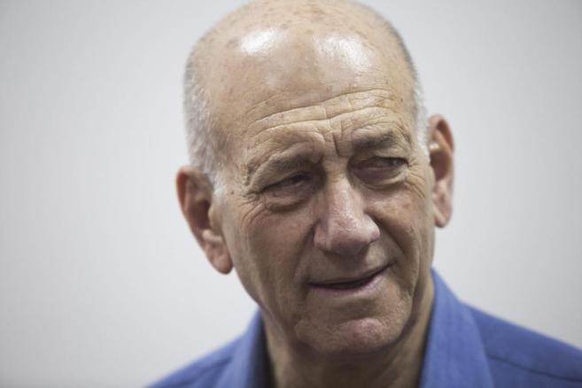 El ex primer ministro israelí, Ehud Olmert, tras recibir su sentencia...