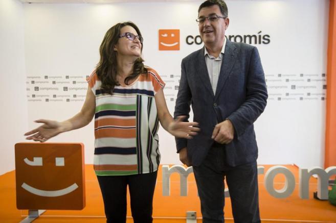 Mònica Oltra, junto a Enric Morera, en la sede central de Compromís.