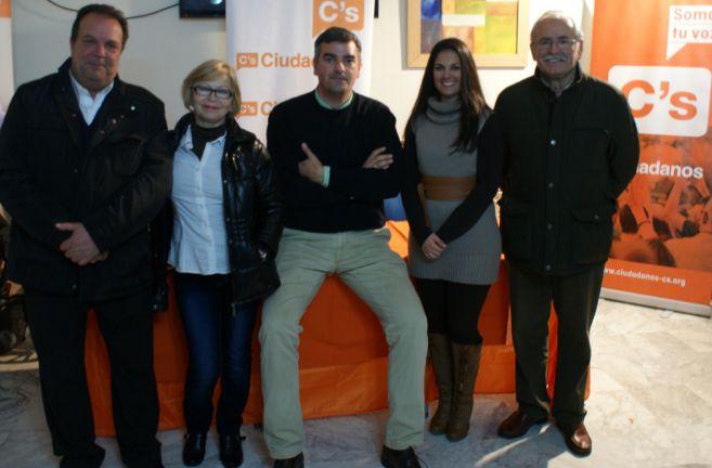 Varela, en el centro de la imagen rodeado por varios miembros de su...