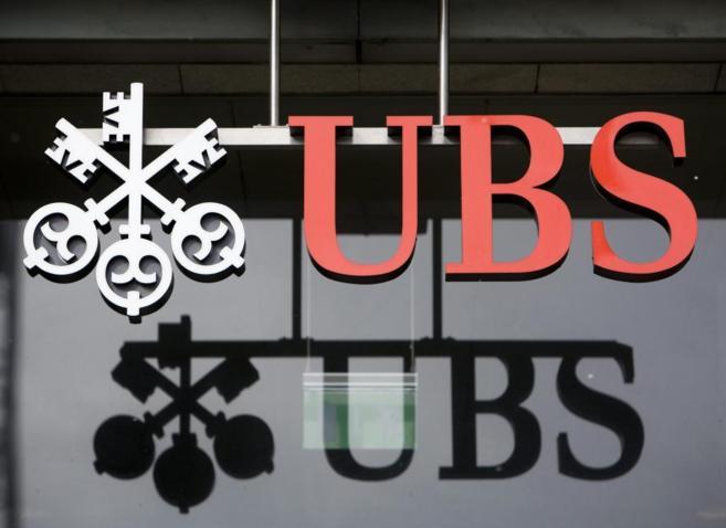 Logotipo del banco suizo UBS en una oficina de la entidad en Aarau.