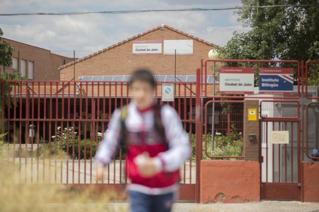Un alumno del Instituto Ciudad de Jaén, ubicado en el barrio...