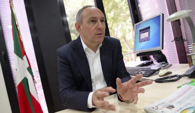 El candidato del PNV a la Diputación foral de Álava Ramiro González...
