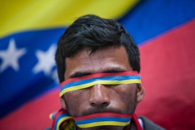 Un grupo de personas participa en una manifestación pacifica en las...