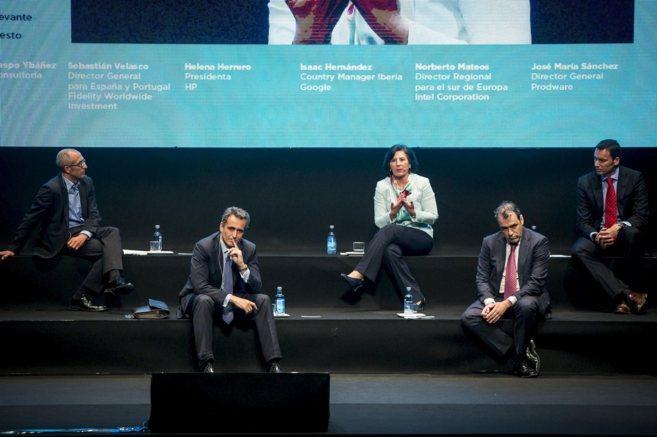 Los cinco participantes de la mesa redonda sobre tendencias del II...
