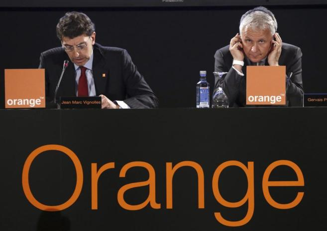 El director general de Orange, Gervais Pellisier, y el consejero...