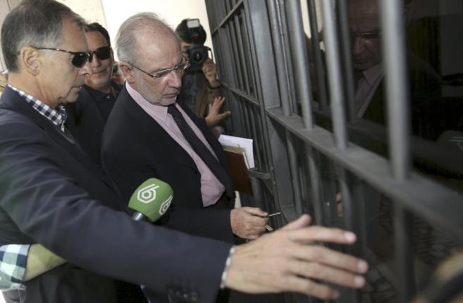 El ex vicepresidente del Gobierno, Rodrigo Rato, a la entrada a un...