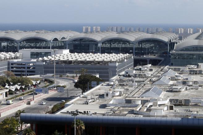 Vista panorámica del aeropuerto Alicante-Elche