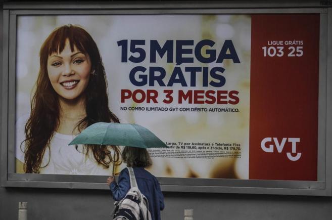 Cartel publicitario de la operadora GTV, en Río de Janeiro, Brasil.