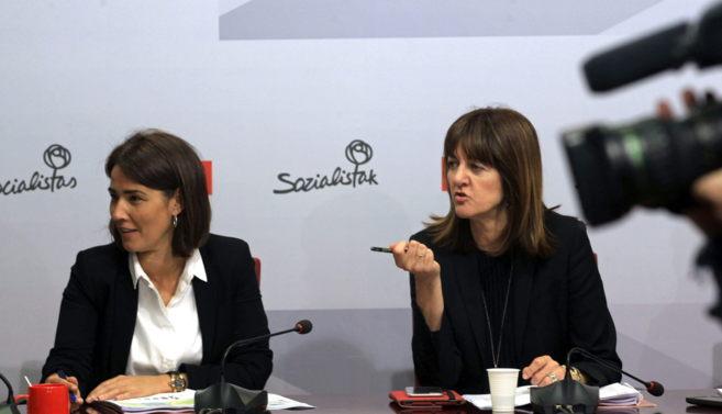 Idoia Mendia con Begoña Gil en una reunión de la Ejecutiva.