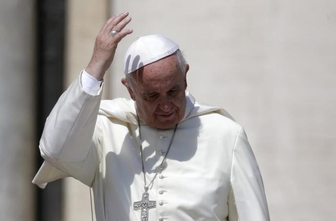 El Papa Francisco, durante una audiencia generall en la Plaza de San...