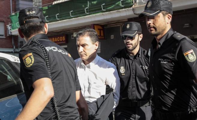 El hasta ayer delegado del Gobierno en Valencia, Serafín Castellano,...