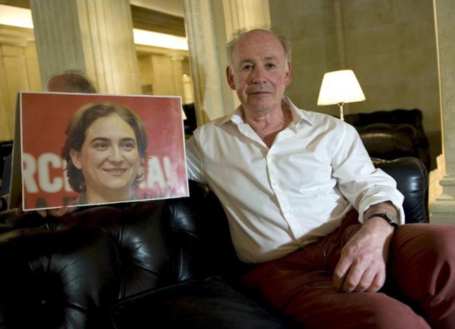 Jordi Borja  (con una imagen de Ada Colau) ha ocupado el puesto 37 de...