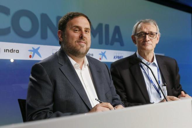 El presidente de ERC, Oriol Junqueras, con el presidente del Círculo...