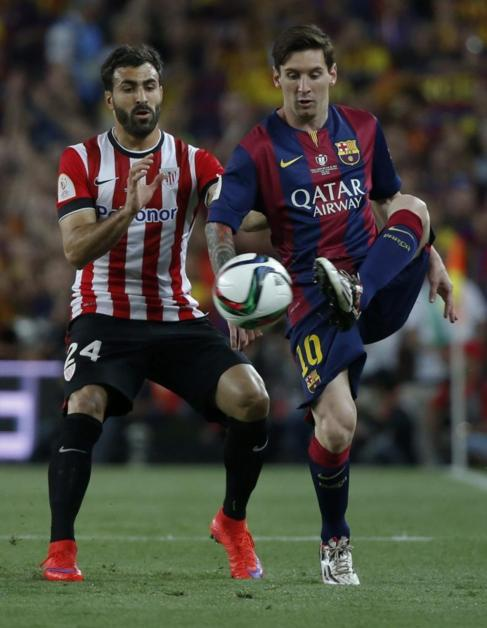 Balenziega, detrás de Messi durante la final de Copa.