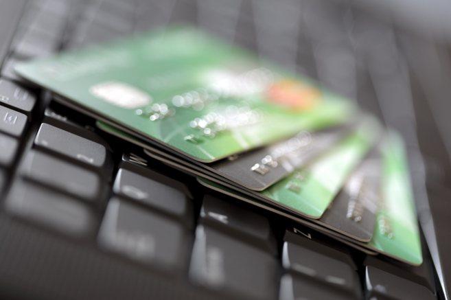 Las compras a través de internet se han incrementado en los últimos...