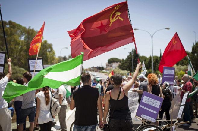 Un grupo de manifestantes, en la marcha a Rota celebrada hoy contra...