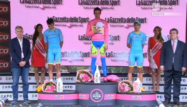 Fabio Aru, Alberto Contador y Mikel Landa durante la interpretación...
