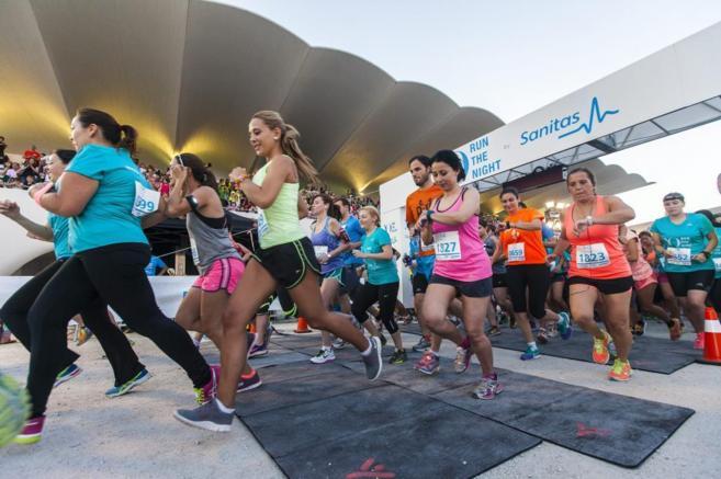 Participantes en la fiesta del 'running' organizada por YO...
