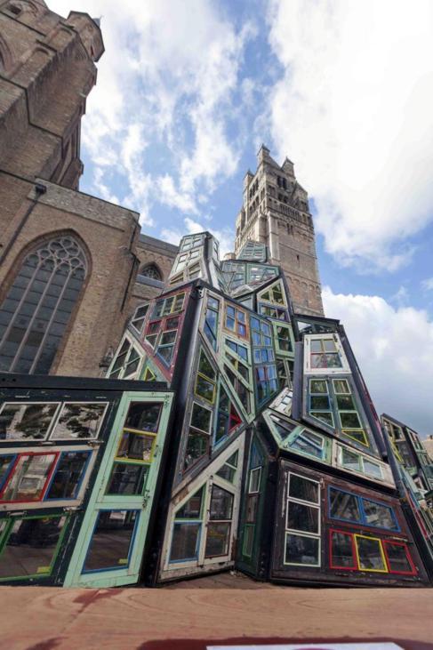 La torre de cristal'Wu Wei Er Wei', del artista chino Song...