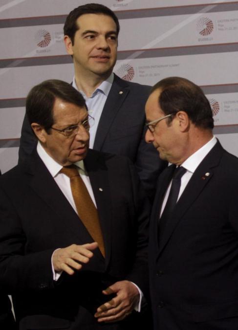 Tsipras, junto a Hollande y Anastasiades, en Riga.