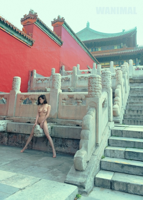 La imagen de la modelo posando desnuda en la Ciudad Prohibida.
