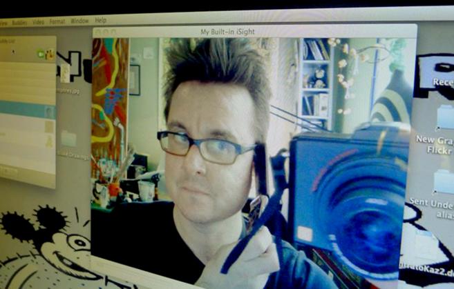 Kaz desde su estudio en Los Ángeles.