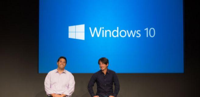 Terry Myerson y Joel Belfiore durante un evento sobre Windows 10