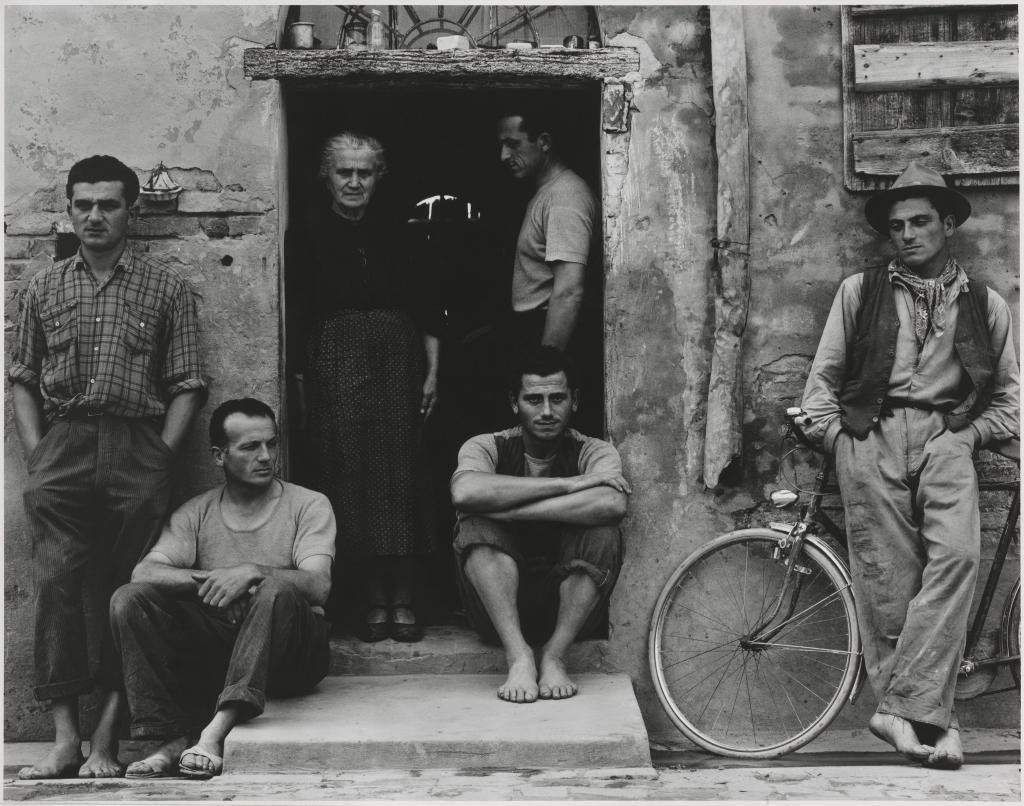 La fotografía 'The Family', tomada por Strand en la...