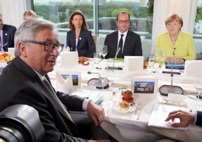 De izquierda a derecha, el presidente de la Comisión Europea...