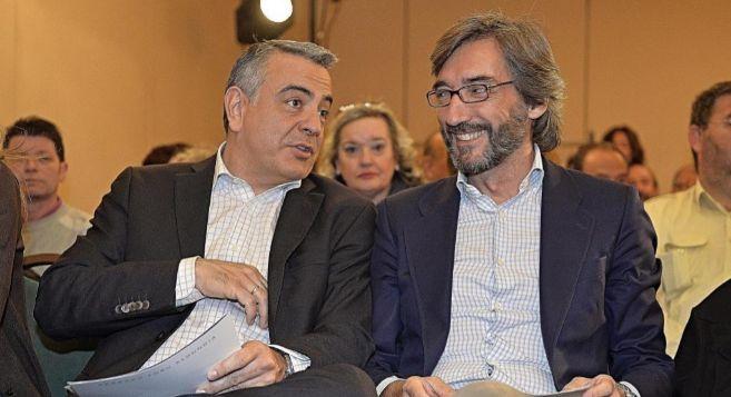 Javier de Andrés y el director de la campaña electoral en este...