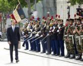 Don Felipe pasa revista a una guardia de honor a su llegada al Arco de...