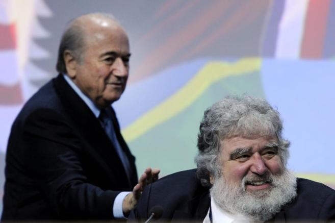 Chuck Blazer, junto a Joseph Blatter en una imagen de 2011.