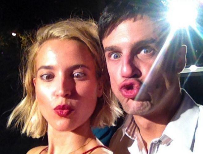 La actriz, con su amigo Alejo Sauras, anoche.