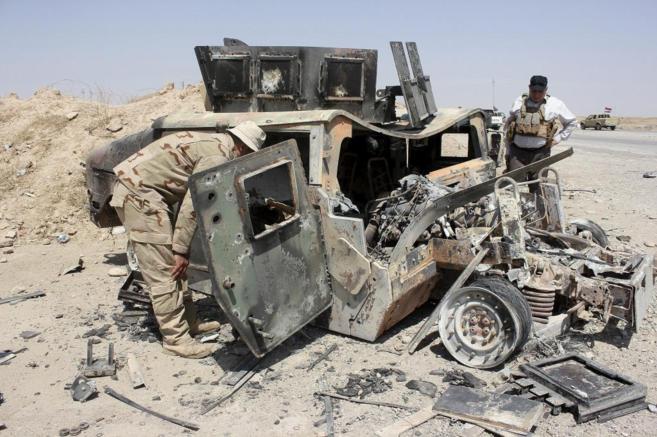 Restos de un humvee capturado por Estado Islámico, en la provincia de...