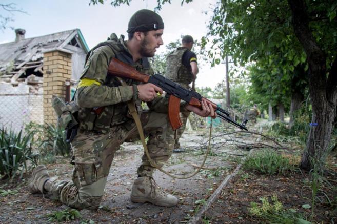Militares ucranianos, durante enfrentamientos en la región de...