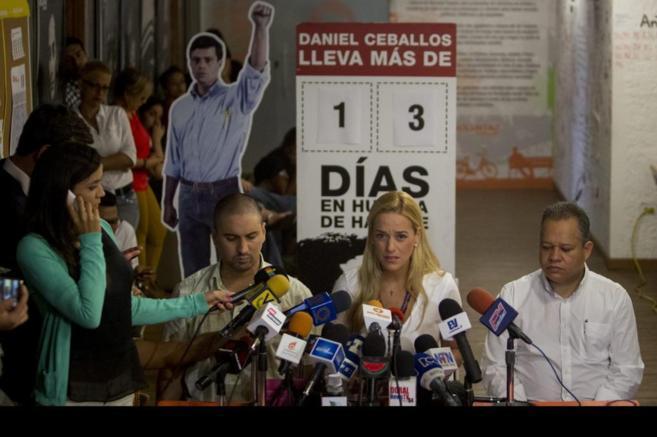 Lilian Tintori, esposa del opositor Leopoldo López, en una rueda de...