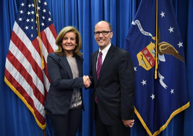 La ministra de Empleo, Fátima Bañez, con su homólogo estadounidense...