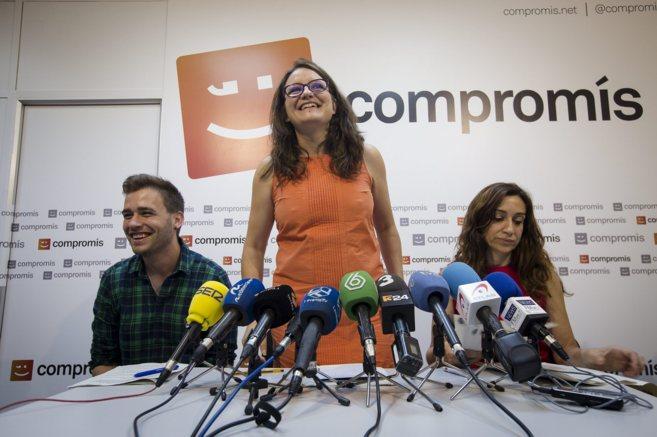 La candidata de Compromís, Mònica Oltra, ayer en rueda de prensa con...