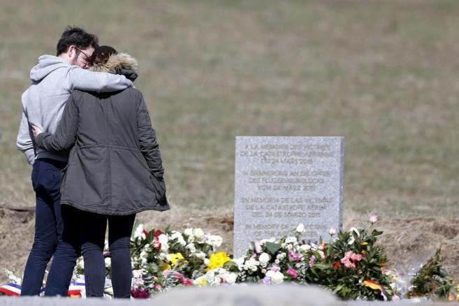 Familiares de las víctimas de Germanwings visitan el monolito en...