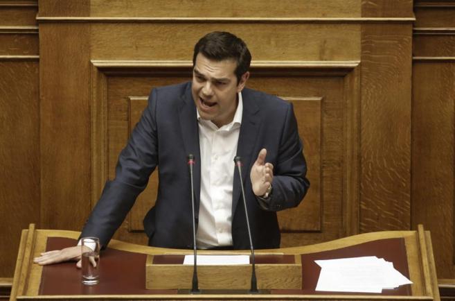 El primer ministro griego, Alexis Tsipras, en un discurso ante el...
