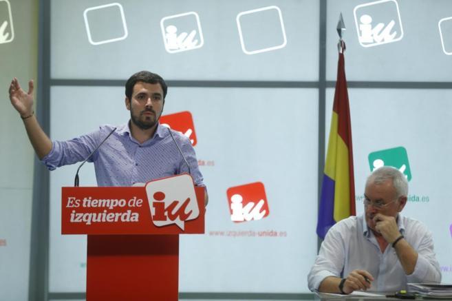 Alberto Garzón y Cayo Lara, durante la reunión de la Presidencia...