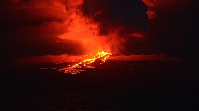 Otro volcán de Ecuador, el Wolf, entró en erupción hace unos días.