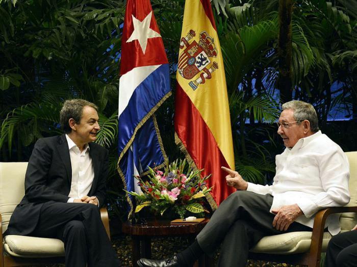 José Luis Rodríguez Zapatero y Raúl Castro, durante la reunión...