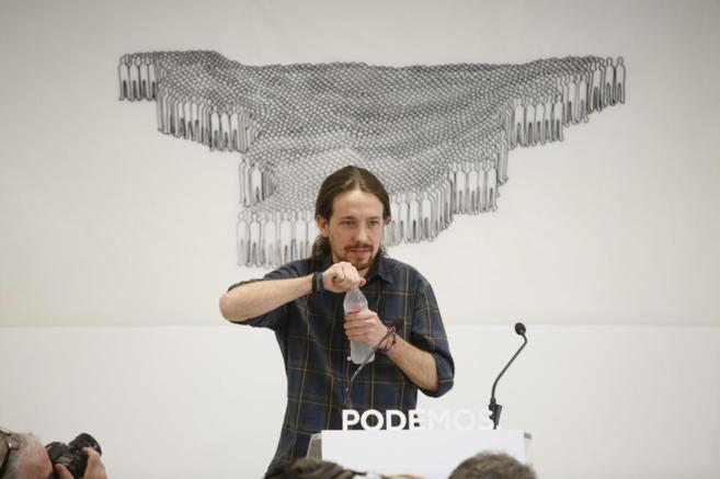 El líder de Podemos, Pablo Iglesias, en la rueda de prensa para...